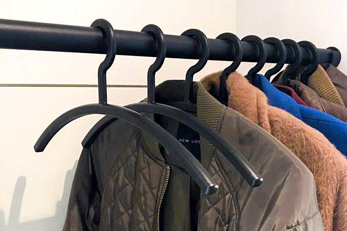 Mat zwarte garderobestang - RVS Blog