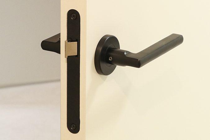 Een deurkruk monteren - RVS Blog